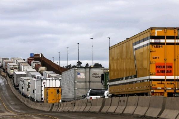 Sobre costos económicos por retrasos de pase en frontera norte
