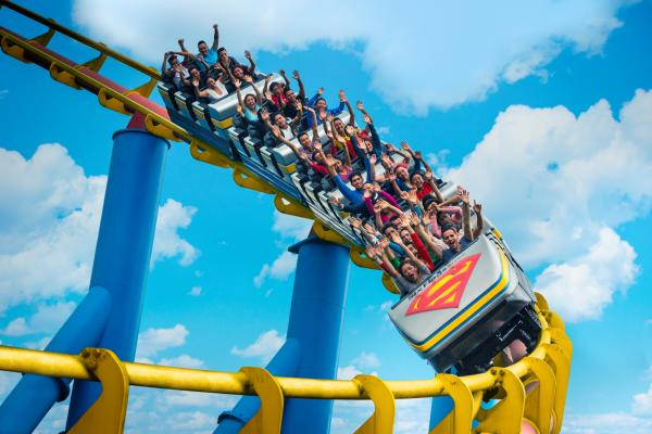 Cumple Six Flags los protocolos de seguridad y protección civil