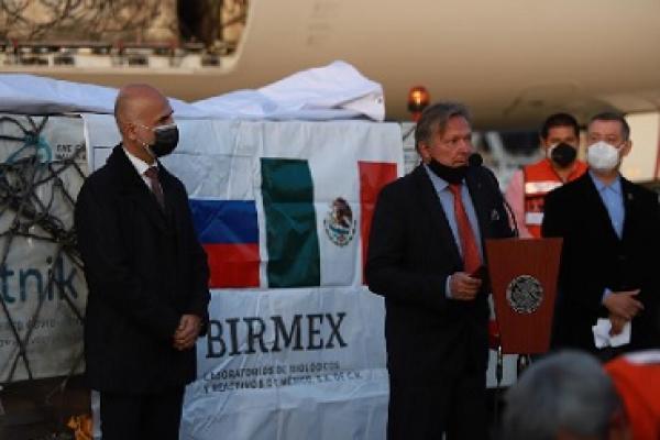 México recibe vacunas Sputnik V y Pfizer-BioNTech