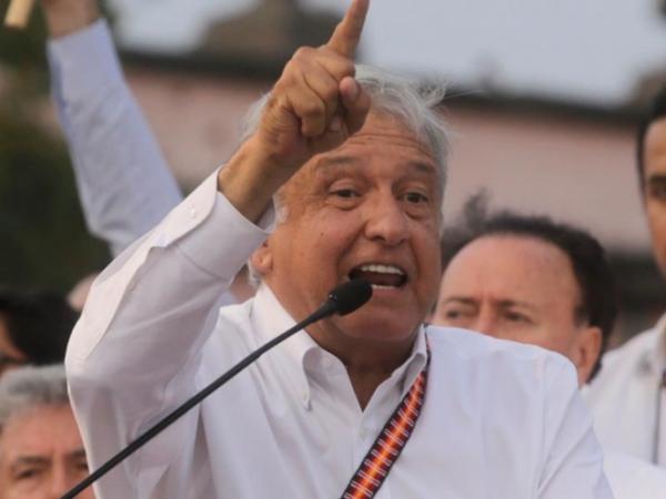 AMLO acusa a EPN de encabezar campaña en su contra