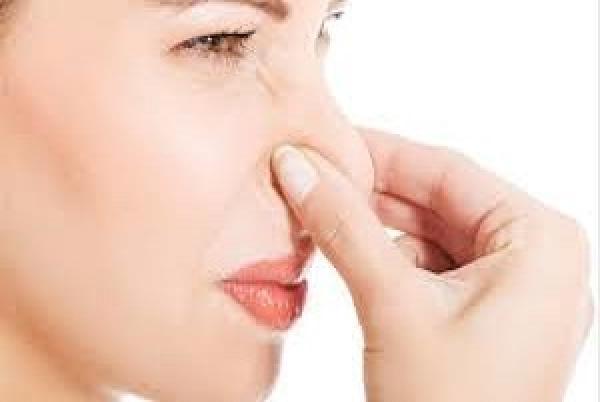 Percibir fuerte olor a pescado podría ser síntoma de Covid
